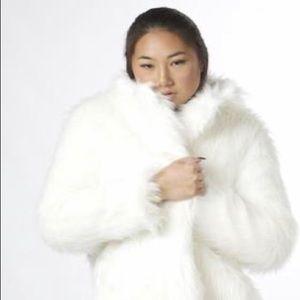 🌿NWT WENXI long fur coat🌿